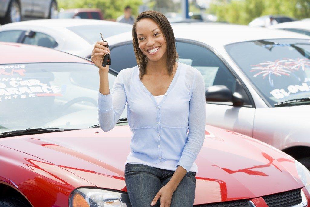 Woman holfing car keys