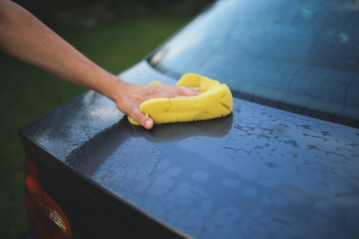 cleaning the car with sponge